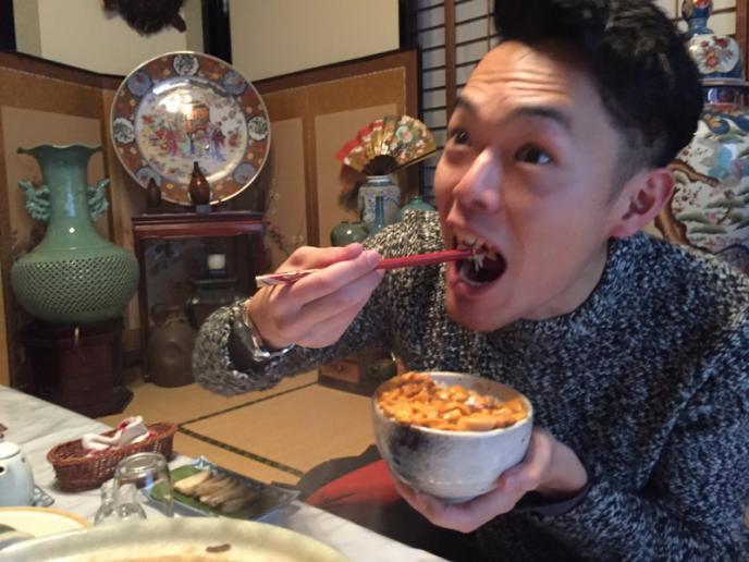 ウニを食べるナッツ1