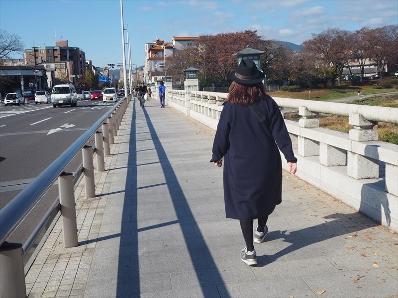 北大路橋という大きい橋を渡ると…