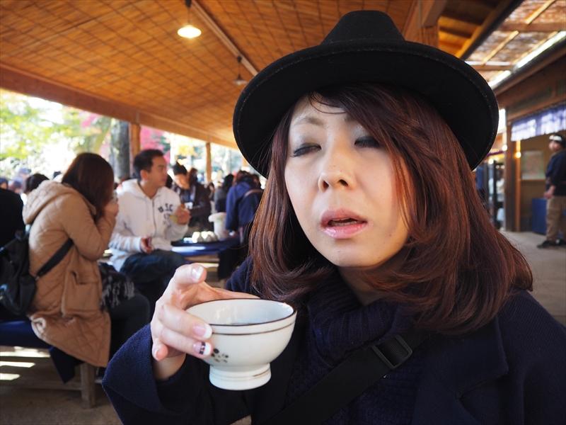 ポットから温かいお茶がじゃぶじゃぶ頂いて暖まります