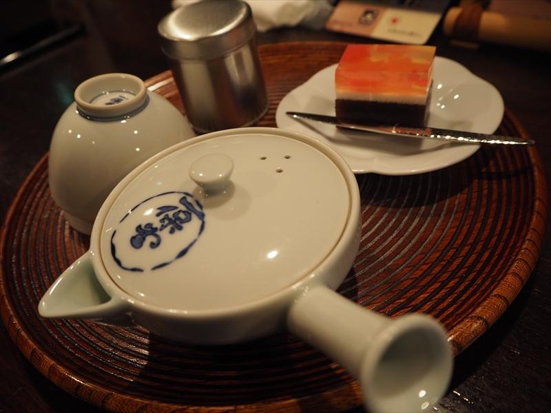 玉露をオーダー。季節の和菓子が付きます。