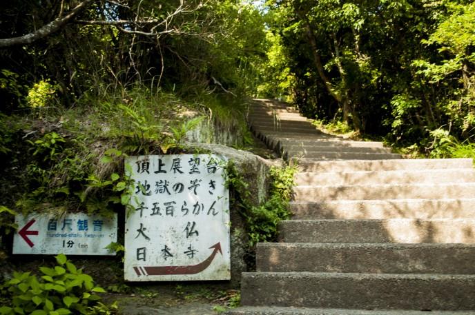 こんな階段が結構続く