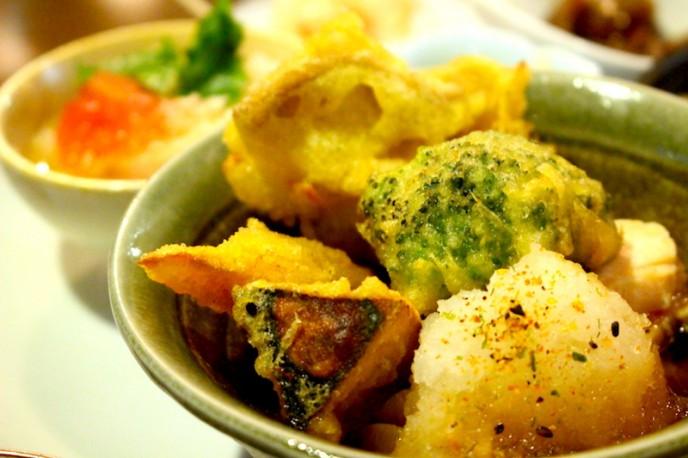 蒸し鶏と野菜天