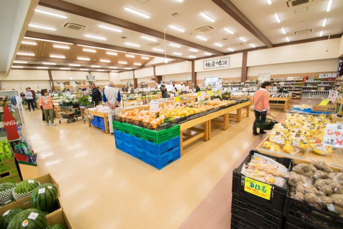 実に、年間82万人もの人が訪れる、花園IC近くの「JA花園 農産物直売所」