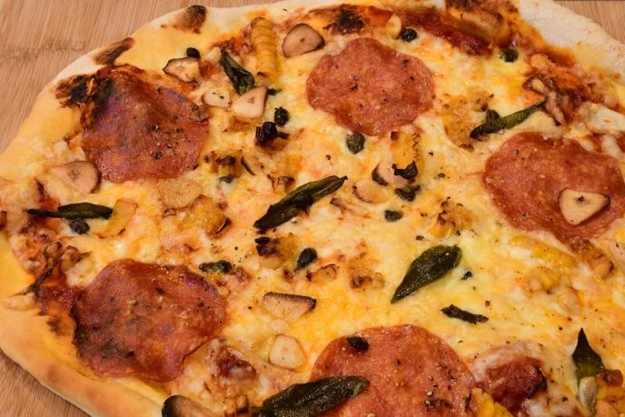 前菜バイキング ランチのピザより¥1,300 (税別)~