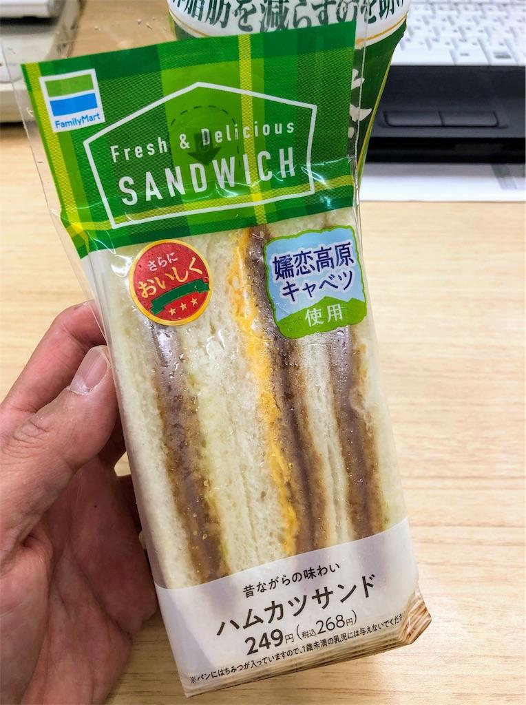 今年の5月以降、月一回新商品が出るセブンイレブンとファミリーマートのハムカツ系サンドイッチ(※ハムカツ太郎さん調べ)